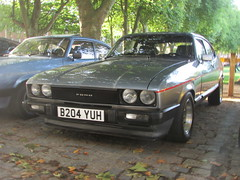 Ford Capri 2.8 Injection Special B204YUH (Andrew 2.8i) Tags: queen queens square bristol breakfast club avenue drivers classic classics car cars ford capri 28 injection special coupe hot hatch hatchback sports sportscar v6 cologne all types transport uk unitedkingdom
