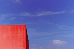 Red Cube on Blue Sky (Nino Fiore) Tags: blue red sky geometric canon 50mm minimal cube f18 cubism