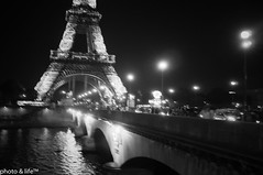 03270512 (photo & life) Tags: blackandwhite paris noiretblanc toureiffel pontdina fujifilmfinepixx100