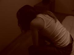 Yo (aidafis) Tags: sepia mujer chica abril 2006 panasonic triste espalda rubia soledad cama habitación camiseta vaqueros hombro pensativa sentada cctrilla aidafis