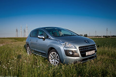 Peugeot 3008 Hybrid4 (Ivan Klindi) Tags: auto red green cars ecology car canon magazine photo automobile automotive clean online electricity session eco photosession f4 peugeot 1740 3008 40d struja hybrid4 autoiq