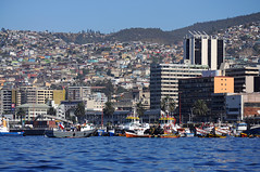 Valparaso (sicksadlittleworld) Tags: chile city southamerica skyline puerto boot valparaiso harbor boat nikon chili ship cityscape harbour ciudad hafen valparaso schiff valpo sudamerica d90 sdamerika doreenreichmann