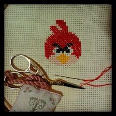 No aguentei... (@tammyalcala) Tags: bird crossstitch geek craft angry ponto angrybird pontocruz craftgeek