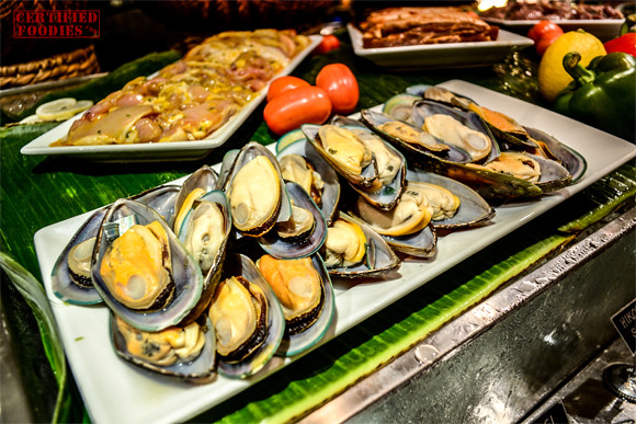 Mussels and other seafoods ready for eating and cooking at Cafe Jeepney