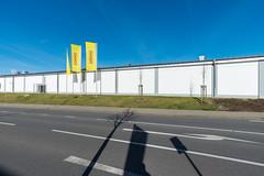 TAKKO (duesentrieb) Tags: architecture architektur departmentstore deutschland germany haus infrastructure infrastruktur kaufhaus lowersaxony niedersachsen schatten shadow strasse street wolfenbttel