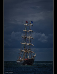 auf in den rettenden Hafen (geka_photo) Tags: gekaphoto warnemnde mecklenburgvorpommern ostsee segelschiff hansesail mercedes wolken rostock