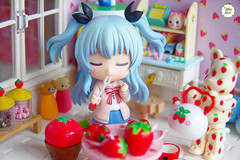 Enjoy Sunday (Ylang Garden) Tags: rement strawberry berbrick toy miniature figure dollhouse nendoroid roombox corner