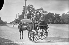 Irish Jaunting car (National Library of Ireland on The Commons) Tags: robertfrench williamlawrence lawrencecollection lawrencephotographicstudio thelawrencephotographcollection glassnegative nationallibraryofireland irishjauntingcar sidecar sidewayson taxi jarvey driver whip horse car wheels chesterfieldavenue phoenixpark dublin ireland outside phoenixmonument jauntingcar
