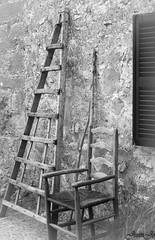 eines de feina i descans (juanjo pealver) Tags: mallorca medieval madera mountain orient blanco negro silla escalera mediterraneo