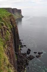 Kilt Rock, pninsule de Trotternish, le de Skye, Ross and Cromarty, Highland, Ecosse, Royaume-Uni (byb64 (en voyage jusqu'au 09-10)) Tags: kiltrock trotternish trotternishpeninsula skye isleofskye ledeskye innerhebrides hbrides hbridesintrieures le isle island isla rossandcromarty ross rossshire highland highlands loch ecosse escocia schottland scotland scozia grandebretagne greatbritain grossbritanien granbretana royaumeuni reinounido vereinigtesknigreich ue uk unitedkingdom eu europe paysage paisaje paesaggio landschaft landscape vue view vista veduta raasay soundofraasay