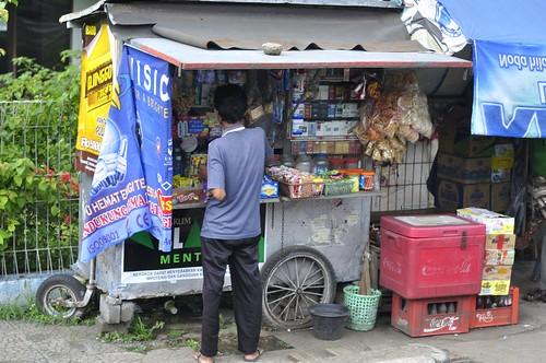 winkeltje langs de weg, richting Bandung