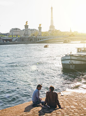 Chilling at the seine (c.r.photoholic) Tags: sun paris seine boot wasser eiffeltower blau eiffelturm sonne eifelturm eifeltower saine chillen sunray sain bootssteg flus chillig sigma5014 5dmkii 5dmk2