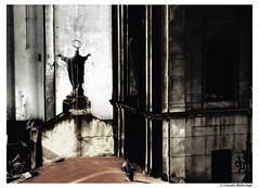A strong back / Una espalda fuerte (Claudio.Ar) Tags: city people church argentina statue buildings temple topf50 buenosaires christ framed sony religion jesus ciudad 1001nights dsc sanctuary urbex h9 claudioar claudiomufarrege