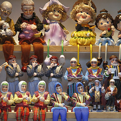 The audience (Solomulala | mostly weekends ;-( !) Tags: canon turkey dolls audience istanbul shelf fantasia muecas audiencia solomulala