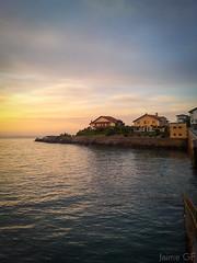 Un buen sitio para vivir. (Jaime GF) Tags: sea costa sunrise coast mar spain village pueblo asturias luanco amanecer gozn samsunggti9003