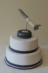 (Ssses Atelier) Tags: caketopper gumpaste rakete individuell sugarpaste tortendekoration personalisierte fionaundjonas firmentorte suumlssesatelier firmatorte kuumlhlungsborn