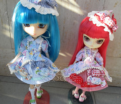 Sydney & Phoebe ~ SAM2650_Pullip_Chelsea_Dal_Phoebe_ (applecandy spica) Tags: pink blue red outfit stuffed doll chelsea stock azure dal phoebe pullip matching custom candies cct