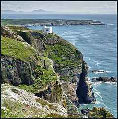 South Stack seaview (Bert Kaufmann) Tags: uk greatbritain blue wales coast blauw unitedkingdom britain zee hdr blik holyisland seaview engeland kust anglesey northwales holyhead southstack zeezicht grootbrittanni brittanni