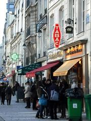 Rue Saint-Antoine, Paris (Klovovi) Tags: paris france tabac rue marais saintantoine