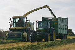 Krone Big X 480 SPFH filling a Thorpe Silage Trailer drawn by a John Deere 6910 Tractor (Shane Casey CK25) Tags: county ireland winter horse irish tractor field grass work john pull krone big hp nikon power cattle cows cut earth farm cork farming working machine ground x machinery soil crop thorpe cutting 480 feed farmer trailer agriculture drawn silage pulling contractor deere filling horsepower fodder lifting agri barryroe spfh 6910 d7100 grass16 silage16 silage2016 grass2016