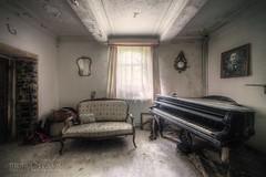 (satanclause) Tags: abandonne manoir linstituteur oputn dm panstv abandoned house belgie belgium piano klavir urbex hdr