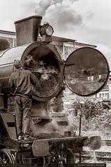 433.002 | tra 331 | Zln-sted (jirka.zapalka) Tags: train historickevozidlo parnilokomotiva lide zlin stanice trat331 433002 bw blackandwhite autumn