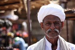 White turban, Jaisalmer-India 2016 (MeriMena) Tags: jaisalmer cultures faces canon450d eyes merimena rajasthan face asia canon india portrates turban travel