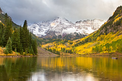 Rainy Morning (Jim Boud) Tags: travel autumn trees snow mountains reflection fall rain sunrise landscape log colorado snowy aspen changingcolors maroonbells maroonlake jimboud jamesboud canoneos550d digitalrebelt2i