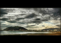 "Donosti (kypt@nuy) Tags: donosti sansebastian laconcha euskalherria basquecountry bahia bay playa beach urgull ciudad city cityscape paisaje landscape seascape mar sea sky cielo nubes clouds bird ave gaviota seagull edificios buildings sand arena panoramic view panoramica photoshop helenamanso kyptnuy donostia cantábrico cantabric marcantábrico cantabricsea bahiadelaconcha laconchabay monteurgull mounturgull flickraward bestofblinkwinners blinkagain goldenawardlostcontperdidos ""flickraward5"" bestcapturesaoi ""flickrawardgallery"" paisvasco euskadi outdoors cantabrian cantabrico"