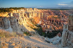 Bryce Canyon au lev du soleil / Bryce Canyon at sunrise time (Laurence TERRAS) Tags: morning usa nature rock sunrise landscape utah spring nikon rocks unitedstates canyon bryce paysage printemps rochers roches matin brycecanyonnationalpark etatsunis d90