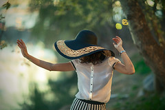 A mighty drama (Sator Arepo) Tags: portrait espaa music tree nature hat leaves fashion canon vintage river eos dance spain dof dancing bokeh song retrato ivory 85mm bank zaragoza aragon 5d 12 elegant ebro stylish elegance markii ho