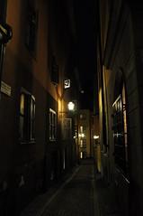 Ruelle de Gamla stan dans la nuit de Stockholm, Suède. (byb64) Tags: city luz night island lights noche town sweden stockholm lumière cité eu ciudad sverige nuit isla ville suecia ue île suède