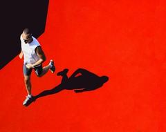 Corri,uomo,corri! (meghimeg) Tags: shadow red sun man rot ross ombra uomo sole runner lavagna royo 2011 corridore