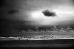 (sparth) Tags: leica cloud beach oregon or silhouettes cannon pacificnorthwest cannonbeach nuage nuages pnw plage 2012 m9 leicam9