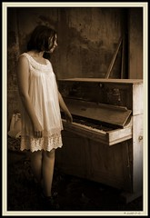 DSC03522 (Pascal Rey Photographies) Tags: sepia girl piano jeunefemme urbex rurex accordsdsaccords romantica nostalgie