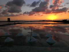 Saline al tramonto (Dario Antonazzo) Tags: nubia paceco trapani sicilia italia saline mare sale tramonto sole estate torre nuvole cielo sky sea salt mines tower sicily italy sunset riflessi isole egadi islands island