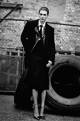 Vittoria Ceretti 2 (drno_manchuria (simonsaw)) Tags: vittoria cerretti model modelo moda fashion shirt tie camisa corbata cravata necktie jacket knot nudo menswear suit gravata terno chaqueta red rojo blanco negro white black