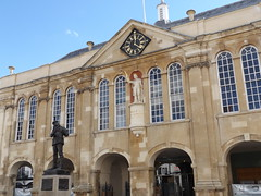 Monmouth Shire Hall, Monmouthshire, 22 September 2016 (AndrewDixon2812) Tags: town hall monmouth monmouthshire wye trefynwy henryv rolls statue wales shire agincourt square