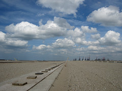 Maasvlakte2 (Harry -[ The Travel ]- Marmot) Tags: new urban haven man holland beach water netherlands dutch proud clouds strand port project point coast rotterdam sand industrial open space empty kade nederland noordzee wolken made northsea future land coastline maas vanishing industrie zone waterway rijkswaterstaat zand kust luchten zuidholland ruimte leeg containerterminal civilengineering vergezicht leegte toekomst civieletechniek dutchclouds hollandse toekomstig hollandseluchten waterweg verdwijnpunt vergezichten handgemaakt reclamed verkeerenwaterstaat wijdsheid industriegebied mainport tweedemaasvlakte maasvlakte2 maasvlaktetwee opgespoten