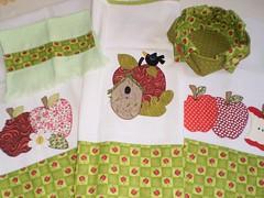 Conjunto de Cozinha Maçãs!!!!!!! (Atelier Mimos da Fau) Tags: patchwork cozinha pintura conjunto bordado aplicação toalhinha cestinha panosdeprato patchcolagem cobrefogão patchapliquée