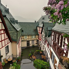 Sleeping Beauty of the Moselle - Beilstein (Bn) Tags: houses holiday castle church beautiful river germany geotagged town vineyard topf50 day wine cloudy ruin kirche medieval romantic baroque visitor middleages barock cosy burg mosel riesling weinberg moselle timbered burgruine mittelalter vakwerkhuizen beilstein metternich untermosel 50faves geo:lon=7239548 geo:lat=50110432