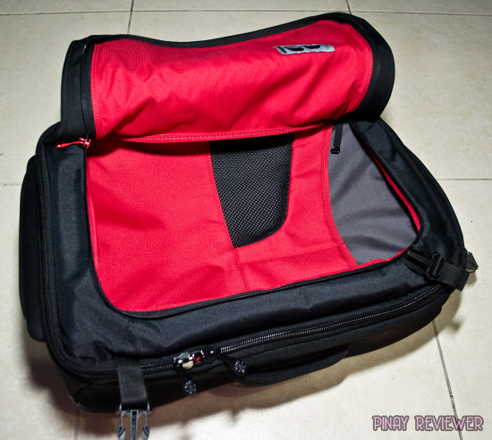 Front zipped pocket of Crumpler Dry Red No 3