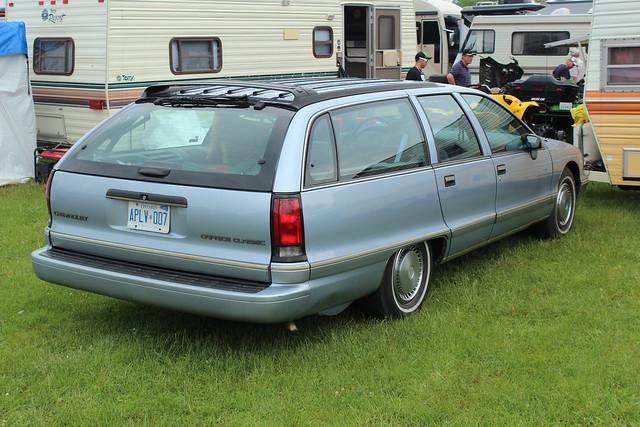 barrieoldcarfleamarketspring2012 1992chevroletcapriceclassicstationwagon ©richardspiegelmancarphoto