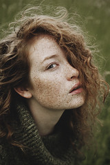 heartbeat (quadratiges) Tags: red portrait woman green classic nature girl face digital canon hair de 50mm eyes gesicht natural femme 14 natur vert lips yeux 5d freckles grn augen frau taches gruen visage mkii markii levres haare rote cheveux lippen sommersprossen rousseur rousses
