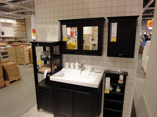 イケアの家具で作るアジアンな洗面台と題した写真