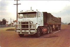 photo by secret squirrel (secret squirrel6) Tags: white winner coe tarp semitrailer cabover bigrigs humehighway highway31 aussietrucks roadcommander worldtrucks secretsquirreltruckphotos kallkallo