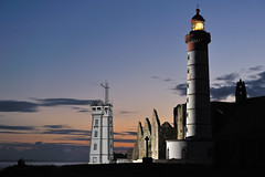 _LN14844-Saint-Mathieu (Brestitude) Tags: sunset lighthouse brittany ranger bretagne breizh phare coucherdesoleil rx finistère elinchrom pointesaintmathieu d700 brestitude pocketwizzardiiiplus