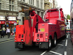 Sovereign Recovery (kenjonbro) Tags: uk red london westminster trafalgarsquare charingcross cf towtruck sw1 daf londongeneral londoncentral heavyrecovery kenjonbro sovereignrecovery fujihs10 keepinglondonmoving gn58ktx