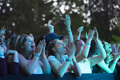 2016_PhoebeReeks_Sunday (19) (Larmer Tree) Tags: phoebereeks 2016 sunday frontrow audience crowd clap handsintheair favourite
