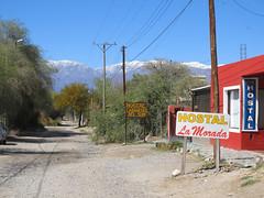 """Cafayate: notre hôtel """"Cabañitas del Suri"""", avec vue sur les sommets enneigés <a style=""""margin-left:10px; font-size:0.8em;"""" href=""""http://www.flickr.com/photos/127723101@N04/28746106024/"""" target=""""_blank"""">@flickr</a>"""